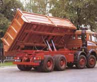 Spherical cap in hydraulic cylinders for three-way tipper